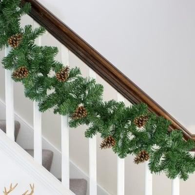 Коледна украса гирлянд с шишарки 300 клонки