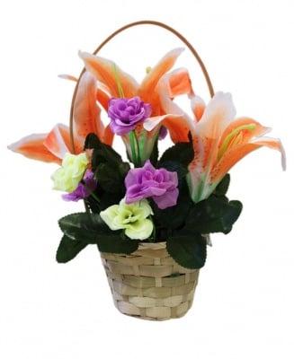 Кошница с изкуствени цветя