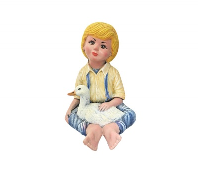 Керамична фигура -Момче с пате