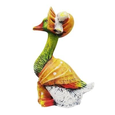 Градинска фигура  -  патица с боне
