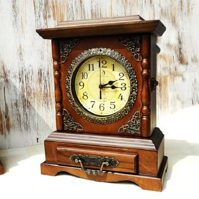 Настолен дървен часовник