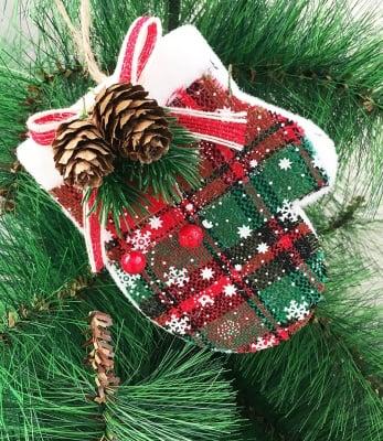 Коледна ръкавичка и елхичка