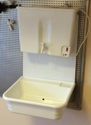 Навесен умивалник с водонагревател за вила,  двор и къмпинг Вилен